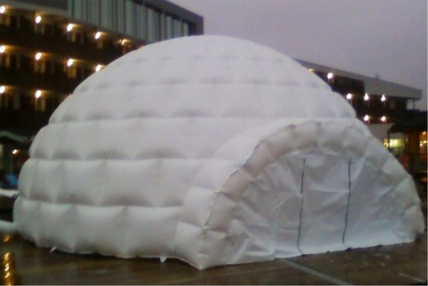 Napihljiv reklamni šotor Iglu Koren