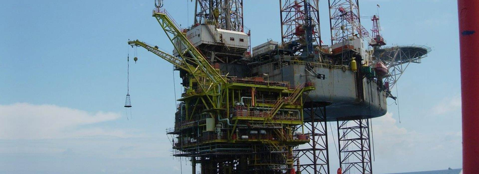 industrial licencing solutions oil rig at sea