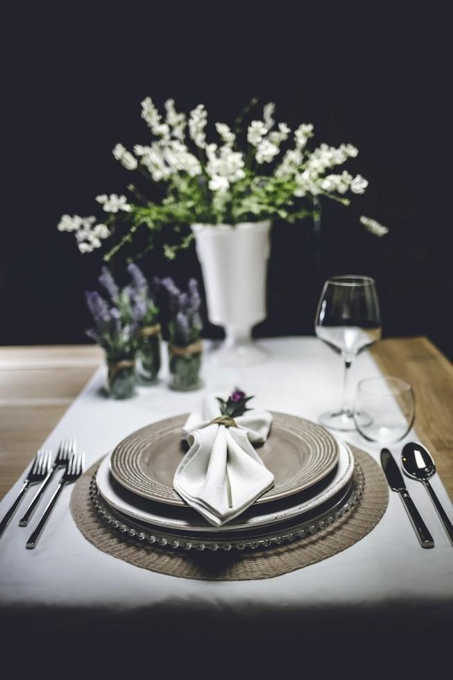 centrotavola da matrimonio e piatto con decorazione