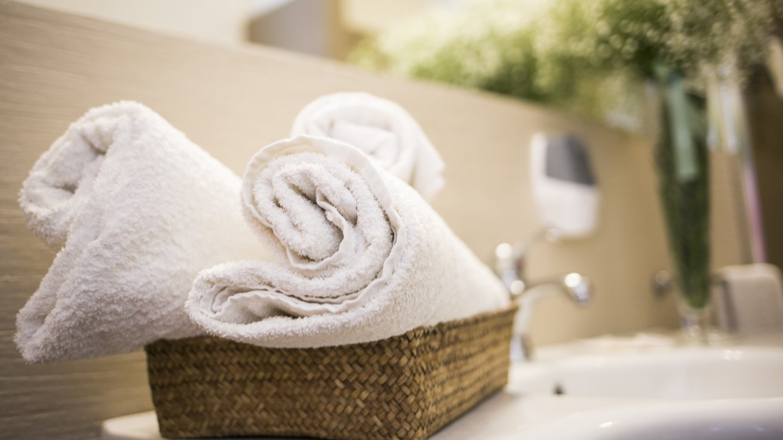 cesta con asciugamani
