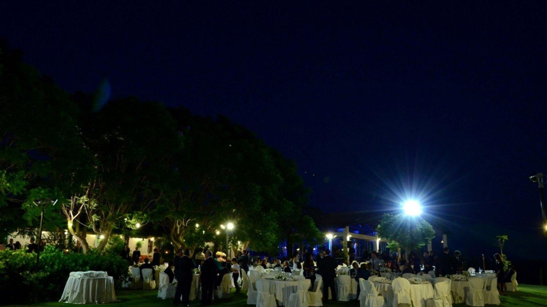 giardino del resort durante rinfresco per matrimonio