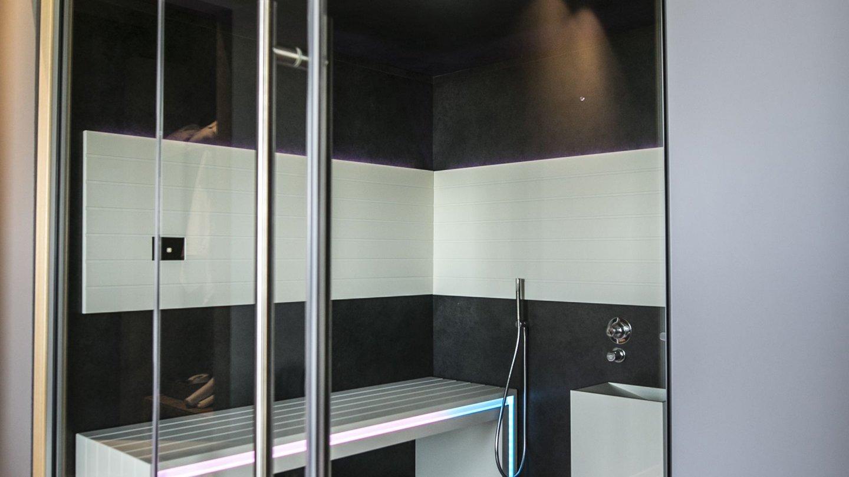 doccia all'interno della spa