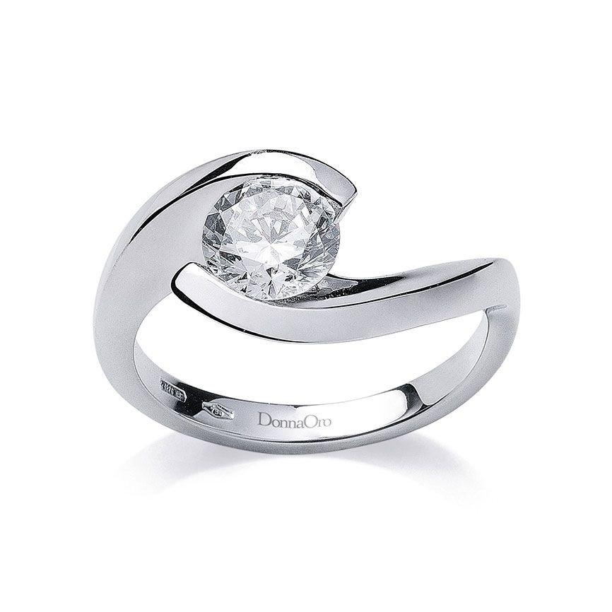 anello con brillantino al centro