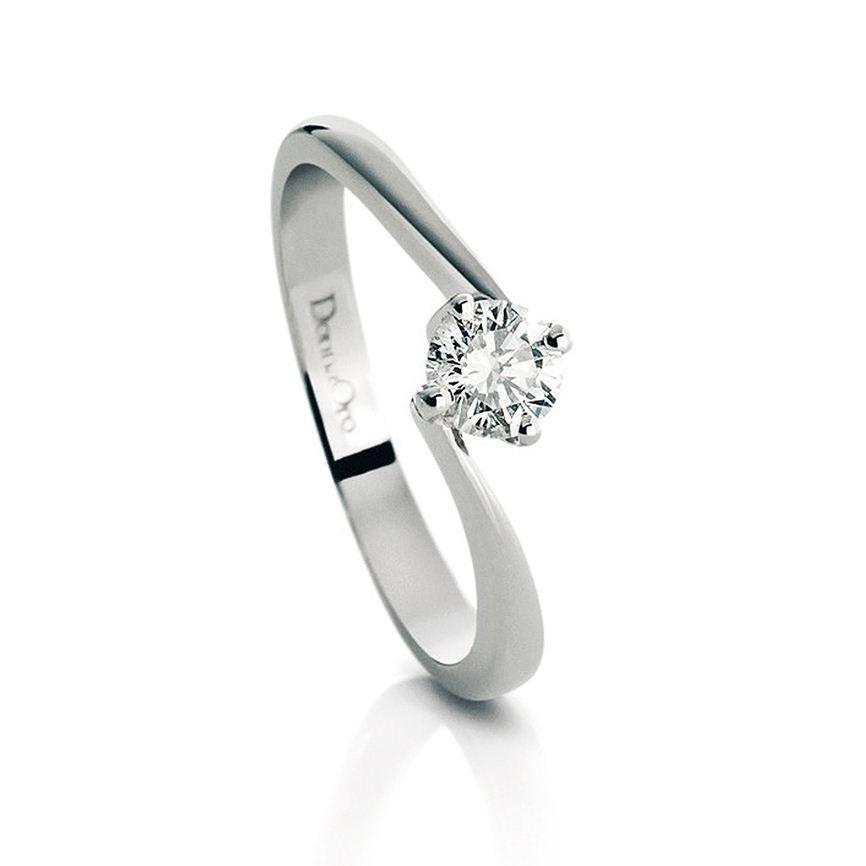 anello con brillantino
