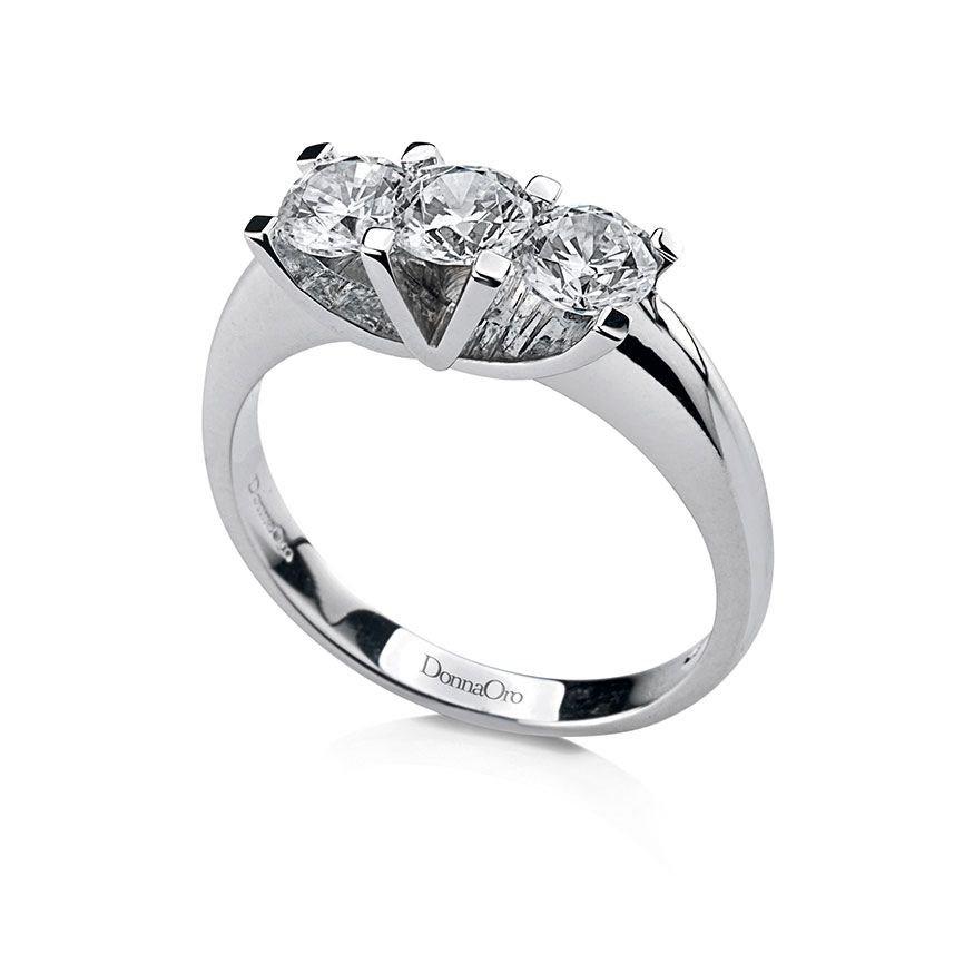 anello con tre brillantini
