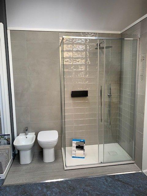Elementi d 39 arredo per il bagno milano mi hidrotermoedile for Elementi bagno