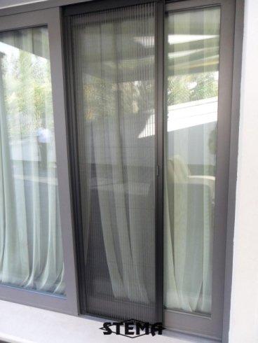 zanzariera per finestra lunga, zanzariere su misura, zanzariere funzionali