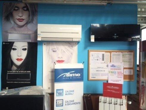 esposizione in magazzino di climatizzatori