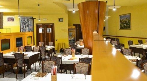 L'interno del ristorante è giallo