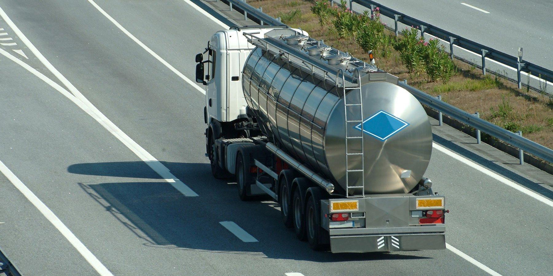 Tir per il trasporto di fluidi su strada