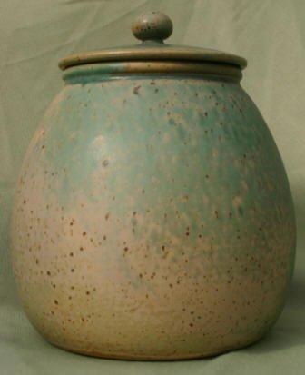 cookie jar with lid