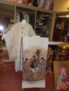 diversi tipi di oggetti per arte sacra