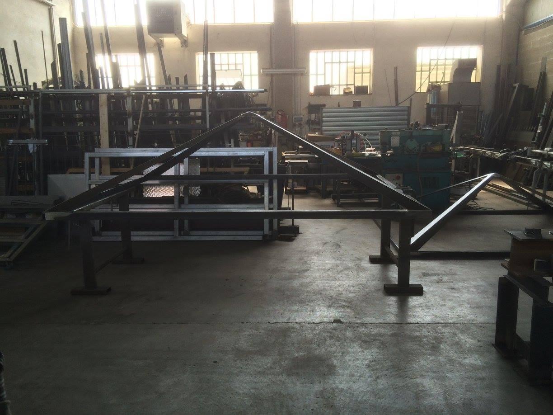 delle lavorazioni in ferro in una carpenteria