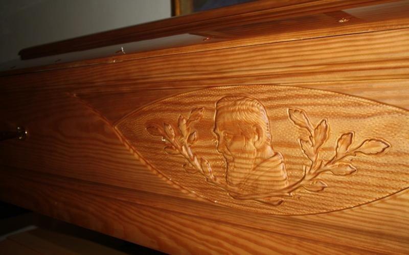 cofano legno padre pio cascina