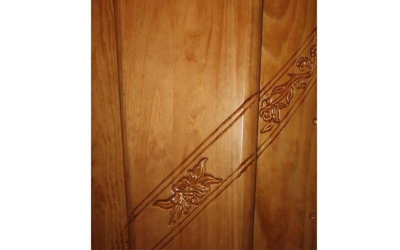 particolare cofano legno cascina