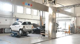 officina meccanica, riparazione di vetture, meccanici auto