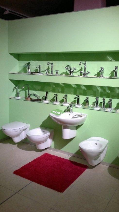 esposizione sanitari e rubinetti