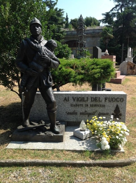 monumento funebre vigili del fuoco