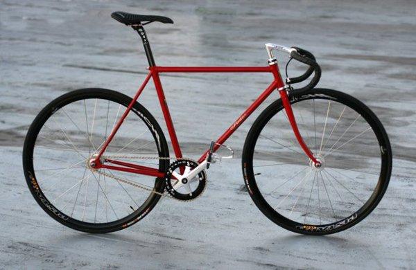 Biciclette rossa artigianali su misura