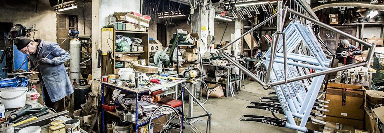 Produzione biciclette artigianali all'officina Gemmati Velocipedi