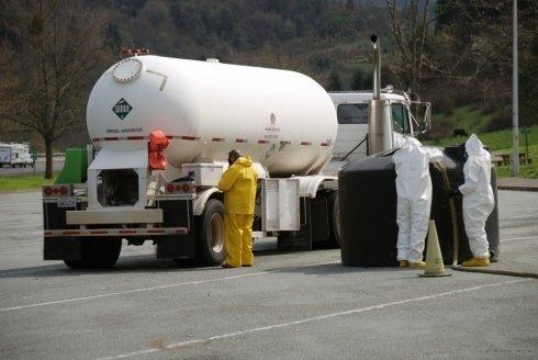 Si puliscono i serbatoi del gasolio delle stazioni di servizio