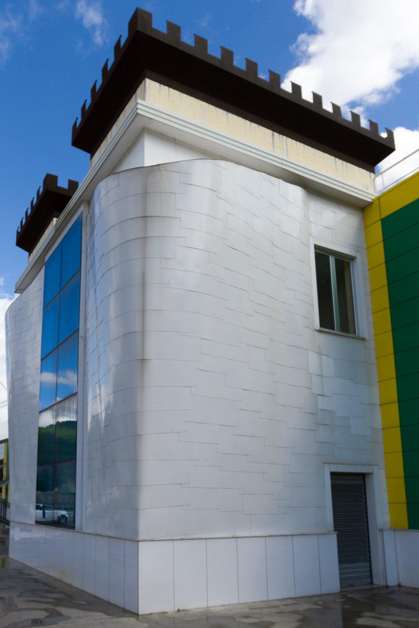 vista angolare di un edificio