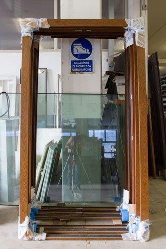 vista frontale finestra in legno