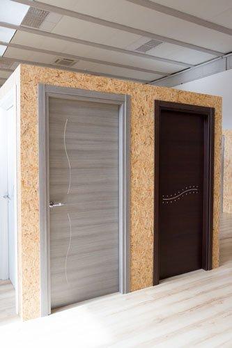 due porte in legno