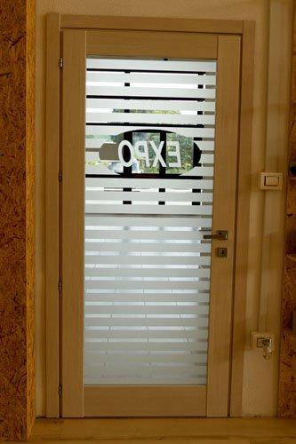 porta in legno con scritta EXPO