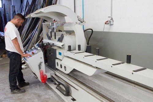 macchina automatica per lavorazione serramenti
