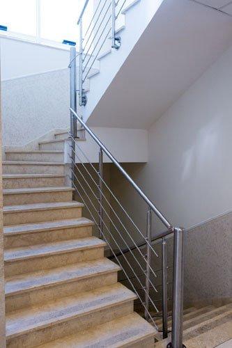 rampe di scale e ringhiera in ferro