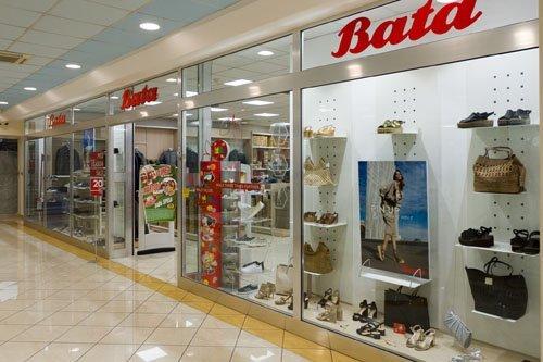 vetrina negozio BATA