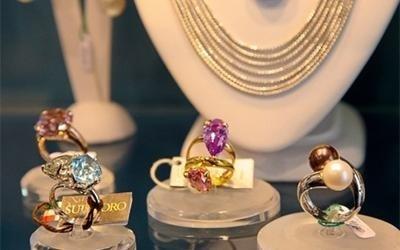 anelli oro pietre colorate