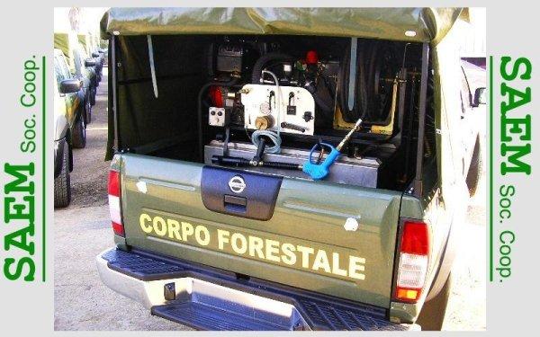 un macchinario in un veicolo del Gruppo Forestale