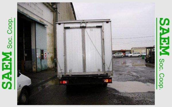 un camion visto dal dietro