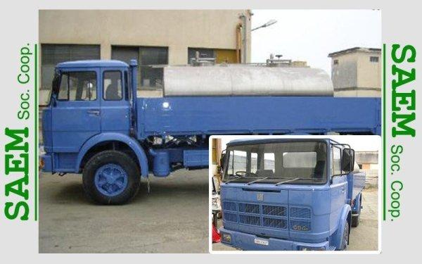 un camion blu