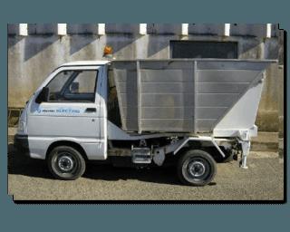 un camion dei rifiuti