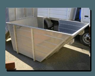 un cassonetto di un camion dei rifiuti