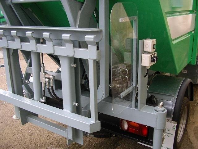 vista della struttura del rimorchio cassonetto di un camioncino dei rifiuti