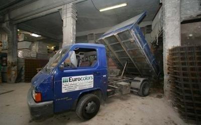 camioncino per lo scarico merci