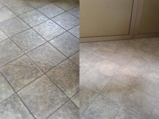 Lavaggio pavimento con macchinario