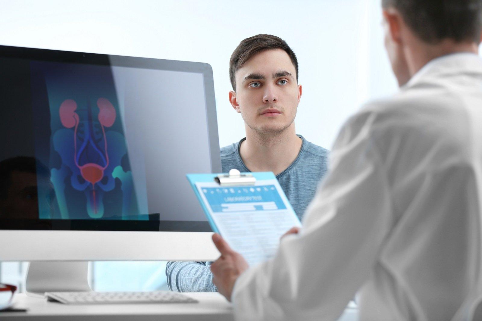 un paziente che ascolta un dottore