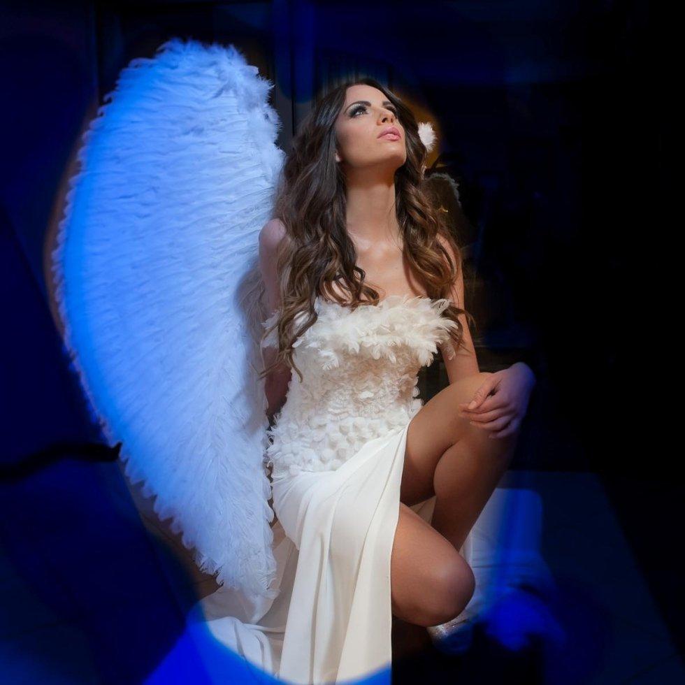 Fabiola - Piume e ricami