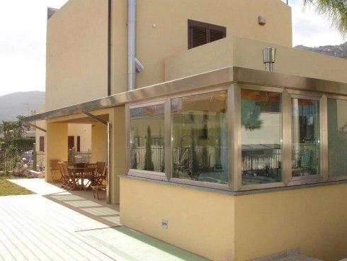 veranda in vetro e alluminio