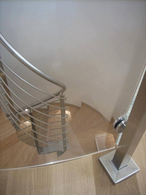 scala con corrimano in acciaio
