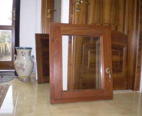 telaio in legno finestra