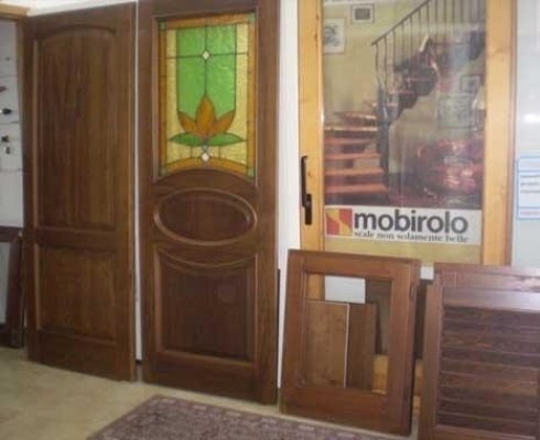 mobilia in legno