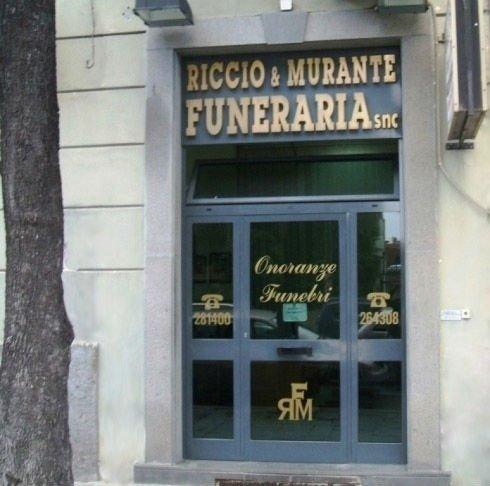 vista da fuori dell'entrata di Funeraria Riccio E Murante