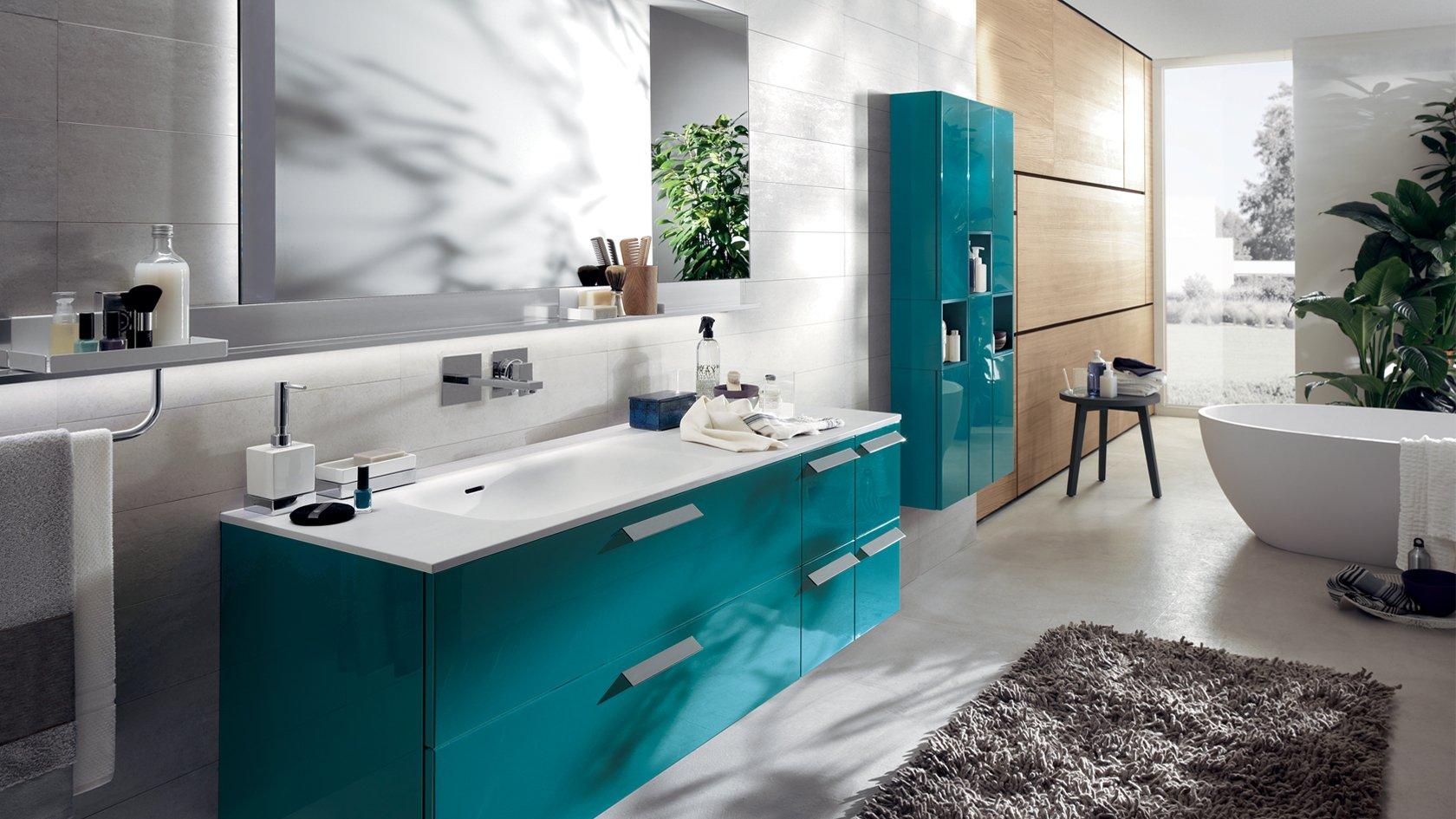 bagno con colori azzurri