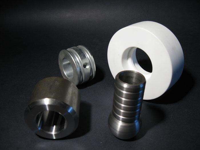 tornitura acciaio e materie plastiche